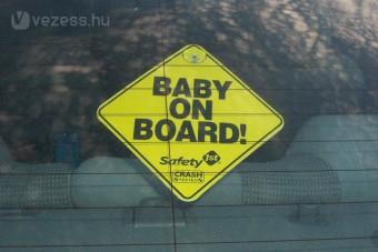 Veszélyes a Baby on board matrica?