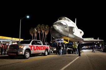 Hazahúzta az űrsiklót a Toyota