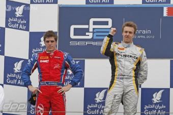 F1: A Lotus is ifjoncokat választott