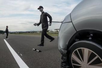 Elkerüli a balesetet a jövő Nissanja