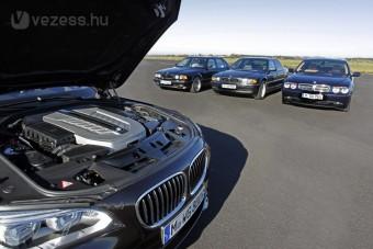 V12 előtt tiszteleg a BMW