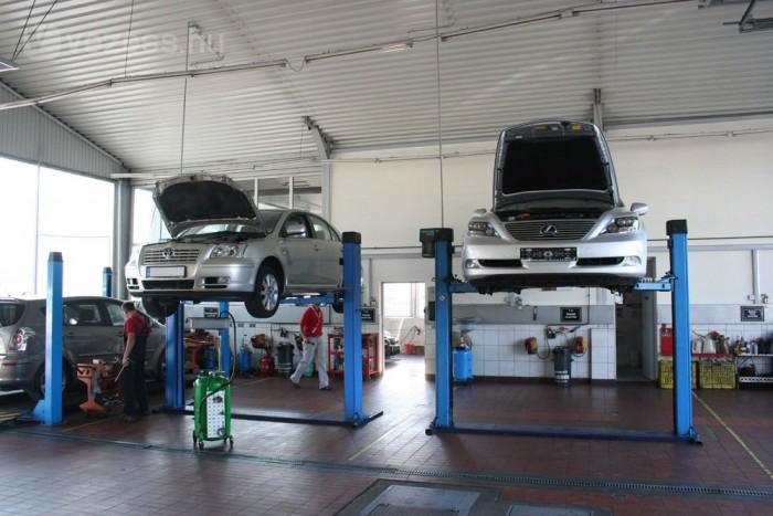 Egy 8-10 éves E12-es Corollát lehetne venni a helyreállítási munkák árából. Főleg a villamos gépek és a benzines motor összjátéka, a hibrid hajtásrendszer vezérlése érdekelte a kíváncsiakat