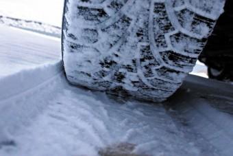 1,4 milliós büntetés téli gumi nélkül