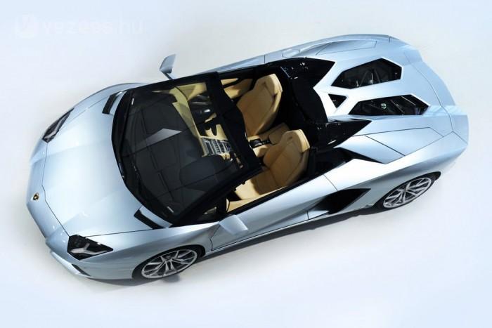 A középmotor maradt 6,5 literes szívó V12-es, 700 lóerővel