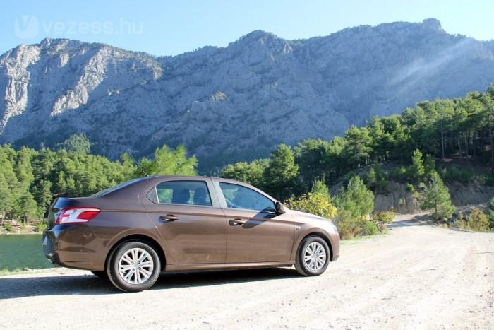 Decembertől hárommillió forint alatti áron érkezik a Peugeot 301