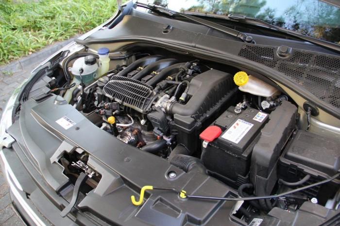 A háromhengeres motor jó darab, pörgős és élénk, a teljesítmény persze visszafogott