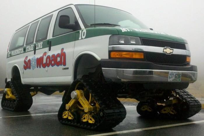 Extrém hóhelyzetben a téli gumi sem segít, vagy speciális közlekedési eszköz kell, vagy speciális átalakítás