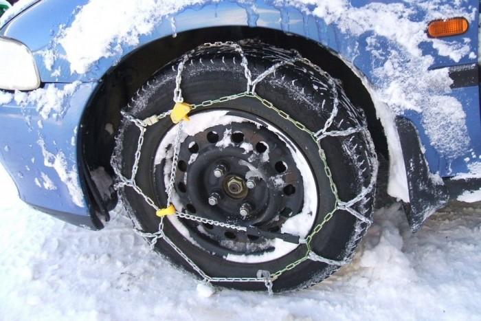 Télre a hóláncot is érdemes bekészíteni a kocsiba, egyes utakon akár Magyarországon is kötelező lehet a használata