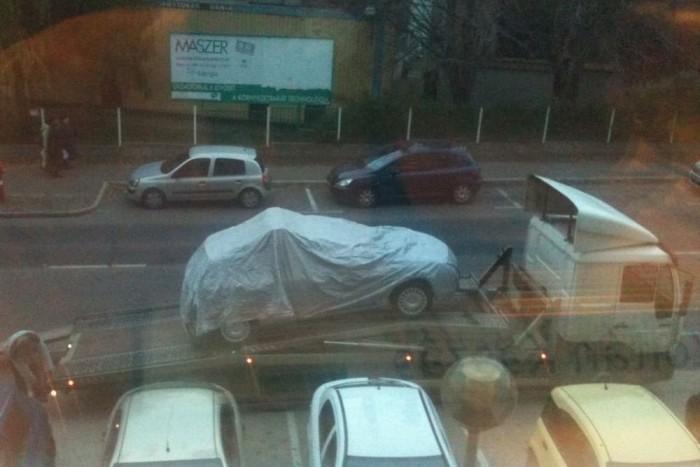 A Chevrolet PR-irodájának ablakából szúrta ki az újságíró-sasszem, hogy itt valami érdekes dolog érkezik