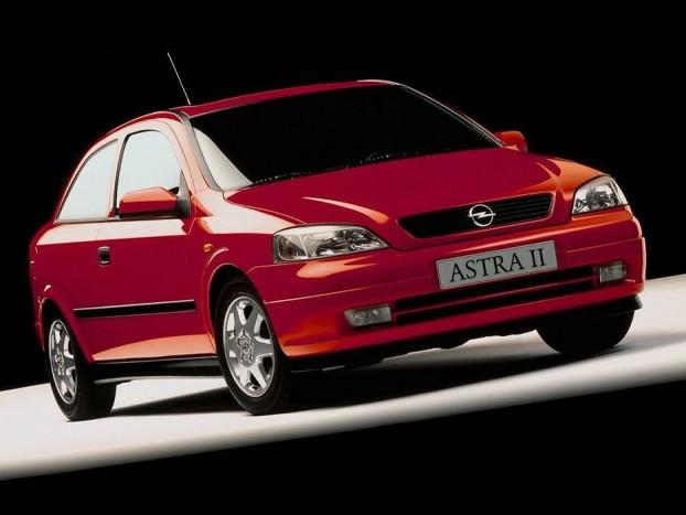 Nincs olyan markáns stílusa mint a Ford Focusnak, de elterjedt, megbízható típus a G Astra