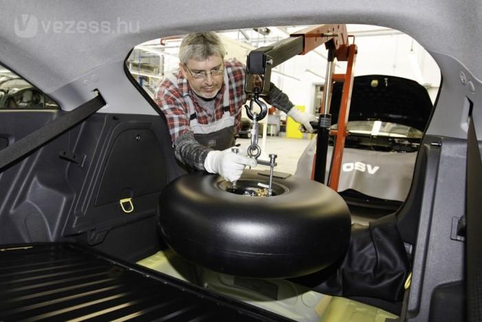 A gázszett beépítésével elveszne az autóra a garancia, de erre több importőr is megoldást nyújt