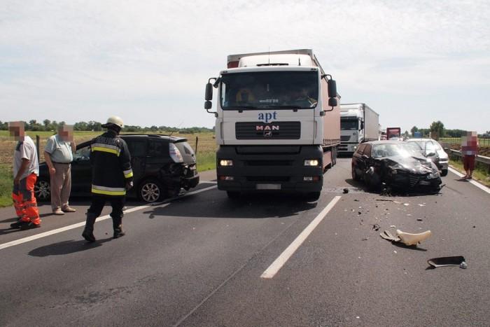 Akármennyire is átrendezi az utat egy-egy baleset, akadálymentesen oda kell érkeznie a mentésnek. Képünk illusztráció