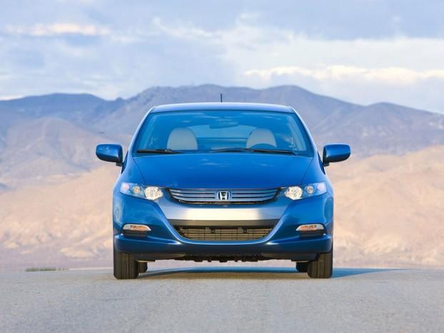 A csekély környezetszennyezés, és a tágas belső szól a Honda Insight mellett,
