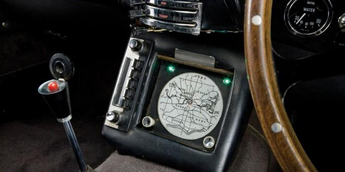 Radar a hatvanas években, a sebváltóban a katapultülés gombja. Előbbi ma már elérhető extra, utóbbira még úgy tűnik várnunk kell...