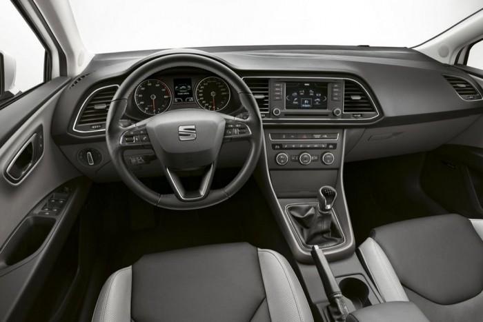 A beltér éppoly változatos lehet, mint a VW-csoport többi autójában. Luxusautós, bézs belsővel, sportosan tartó bőrülésekkel, vagy fullfapados, műanyagkormánnyal, manuális klímával