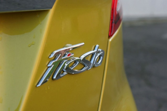 A világ minden táján ismert felirat, a Fiesta nyolcvan országban kapható, és a Föld hat különböző pontján készült