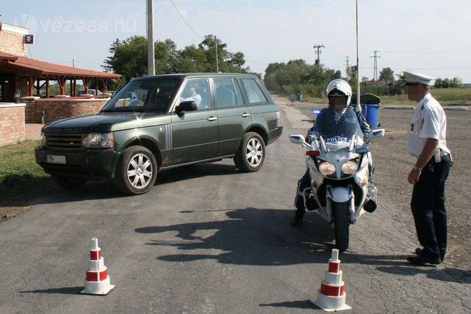 Ezen a tavalyi ellenőrzésen motorosrendőr szedte ki a forgalomból a gyorshajtókat