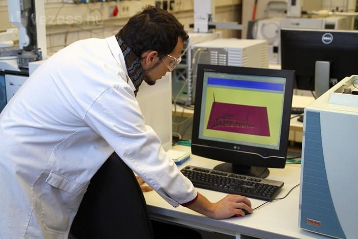 A kromatogram veszélyes dolog, ellene védőszemüveg viselése indokolt