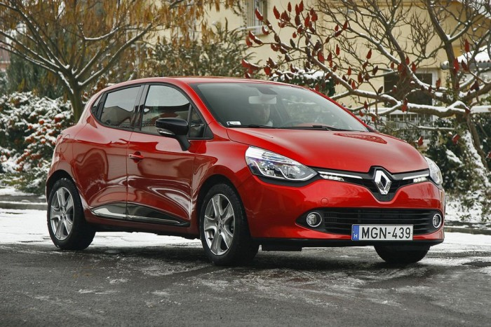 Nagy siker a kis Renault: 1990 óta majdnem 12 millió darab talált gazdára. Ha itthon mindenki csak Cliót venne, a tavalyi 45 ezres újautó-értékesítéssel számolva 267 (!) év alatt kelne el ez a mennyiség