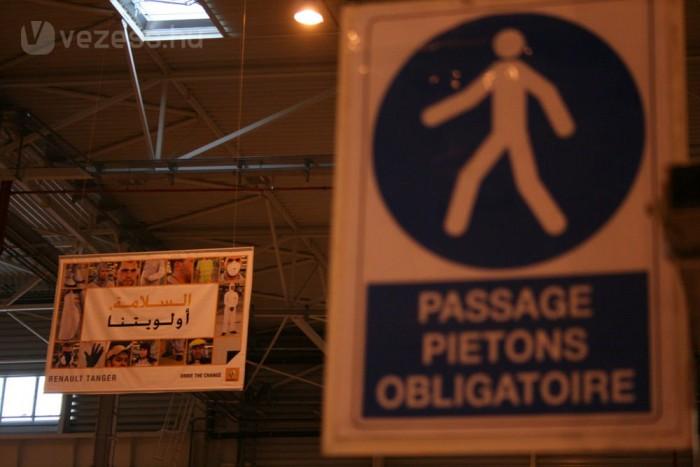 Mindenütt táblák sulykolják a dolgozókba a munkavédelem fontosságát