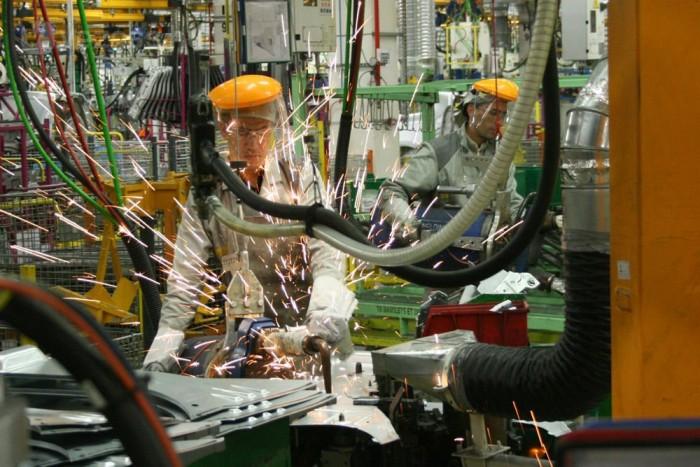 Nehéz volt négyezer munkást beállítani. Tangeren kívülről sokan ingáznak a gyári kisbuszokkal
