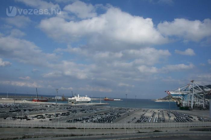 Hazánkba a szlovéniai Koper kikötőjén át jutnak el hozzánk az autók