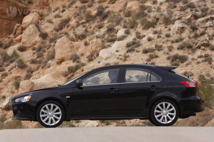 Kevés autó van 4,4 méteres az alsó középkategóriában. A Lancer Sportback révén majdnem marad vetélytárs, de kalaptartója nem megfelelő