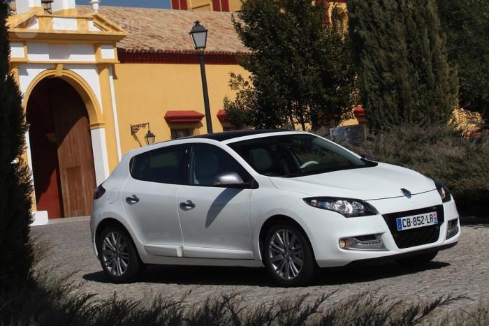 Opel vagy azzal egyenértékű - szól a kiírás. De a sajátos műszaki specifikációnak nem felelnek meg a konkurensek