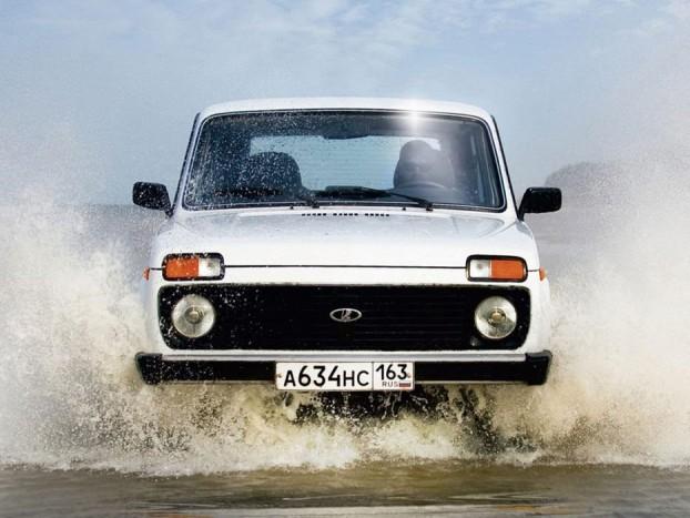 Jók a keleti platós teherautók, de nálunk elterjedtsége okán inkább a Lada Niva lehet az első számú túlélő málhás
