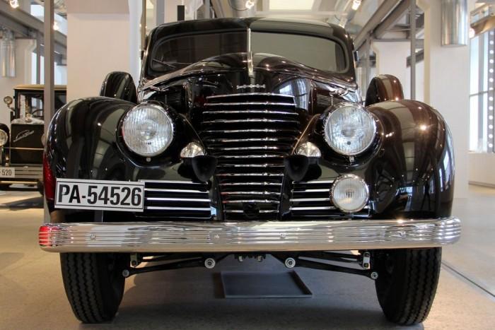 A Skoda Superb első éveit 55 lóerővel kezdte, 3 literes hathengeres motorral. A teljesítmény folyamatosan nőtt a modellciklus végéig, közel 100 lóerőre