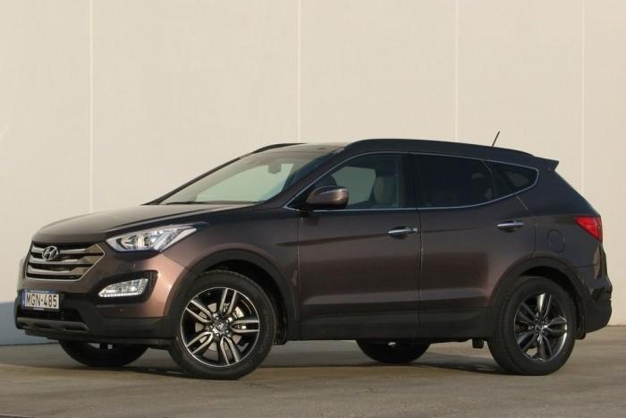 A Hyundai Santa Fé hagyományosan a középső méret a koreai márka hobbiterepjárói közt; a tornasor: Tucson (ix35), Santa Fé, Veracruz (ix55). A hagyománynak most vége: a nyugdíjazott Veracruzt a 10,5 centivel megnyújtott Santa Fé váltja ki