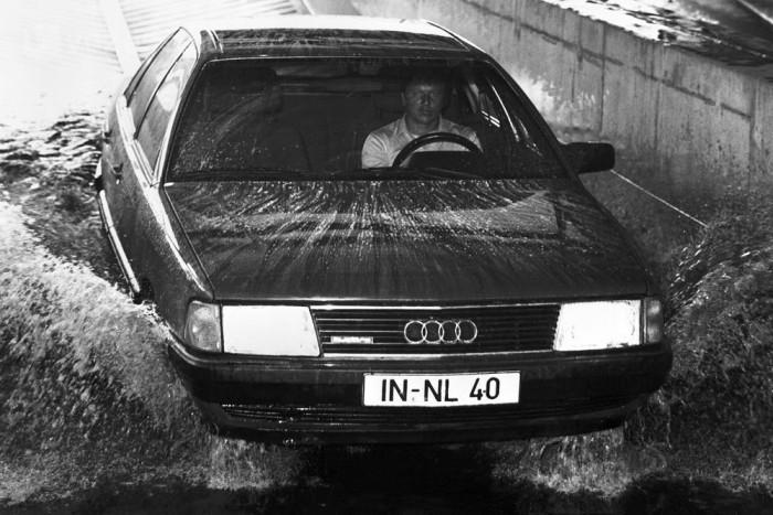 A kor autóinak zöme gyorsan rohadásnak indult, a 100 viszont nem korrodált