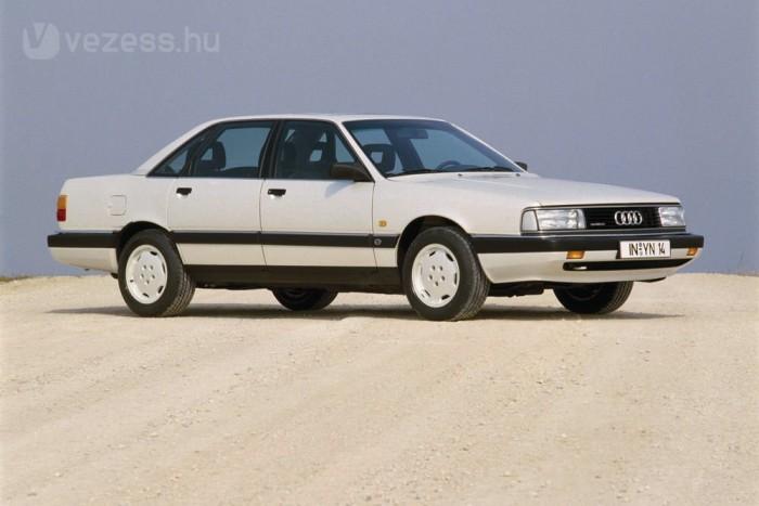 Az Audi 200 a luxusváltozat bővebb felszereltséggel, szebb kárpitokkal, eltérő lökhárítóval és első fényszóróval, de alapjaiban azonos karosszériával. Idővel eltűnt belőle a szívó öthengeres, maradtak a turbók