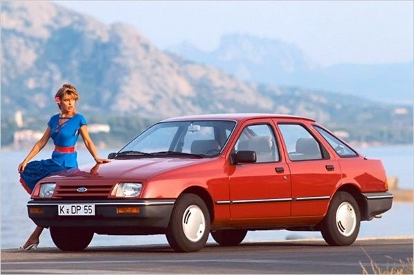 Nagy év volt 1982. Csak a német autóipartól kijött a Ford Sierra, a Mercedes-Benz 190 (W201), az E30-as 3-as BMW és az Audi 100