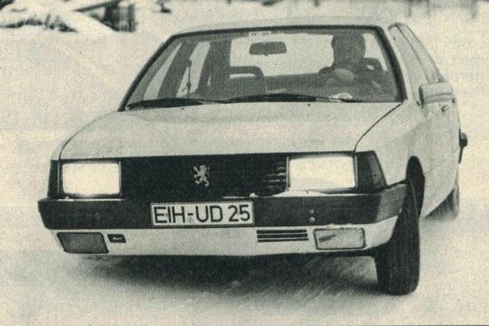 Peugeot-embléma álcázta a prototípust a téli teszteken