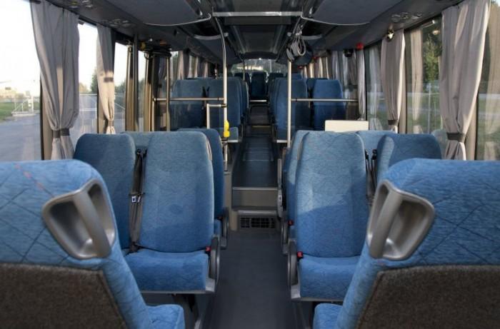 Az intercity változat alacsony belépésű, a második ajtótól magaspadlós kialakítású