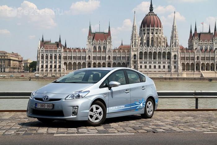Toyota Prius Plug-in: rövid távon (15-20 km) képes csak villannyal közlekedni, akár 100 km/h sebességgel