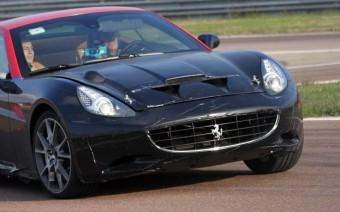 Turbót kaphat a Ferrari California