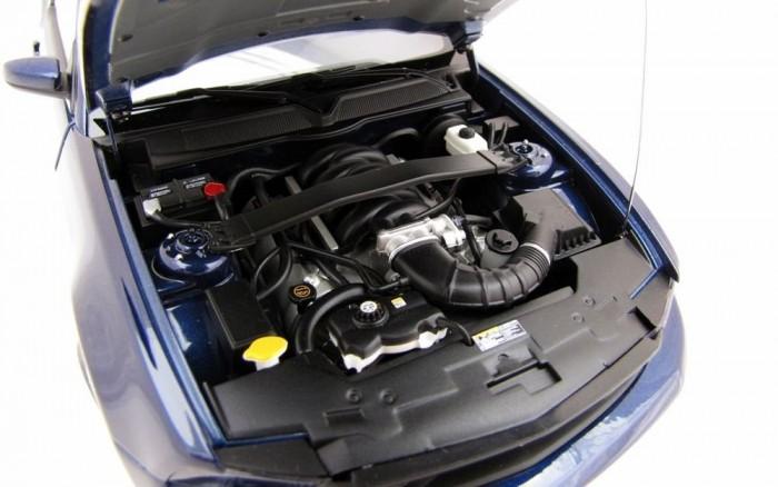 4,6 literes, 315 lóerős szívó V8 és veszettül szépséges