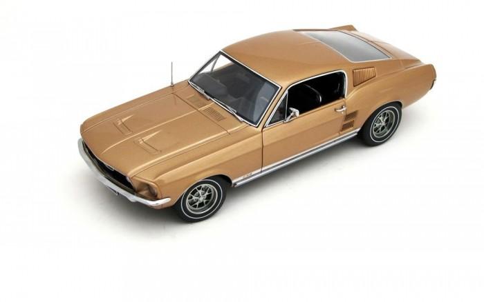 Egy 1967-es Mustang GT szintén az Autoart-tól
