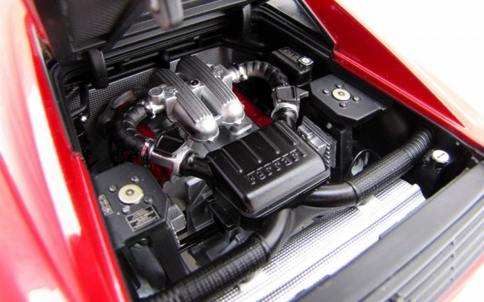 Ott a nyüzsgés mélyén van a V8-as