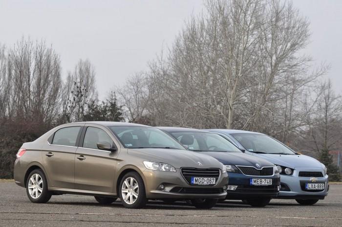 Összehasonlító tesztünkből kiderül melyik autó kevésbé érdemli ki a legjobb vétel majdnem hárommillióért kitüntető címet