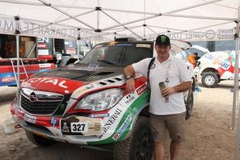 Célban a magyarok a Dakar nyitányán