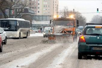 Estére megbírkóznak a hóval a hatóságok?