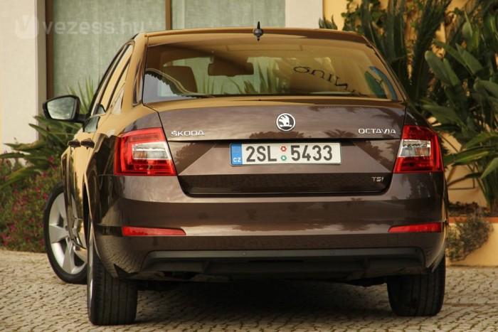 Neve a latin nyolc (octo) szóból ered. Az első Octavia volt a Škoda nyolcadik új típusa a II. világháború után