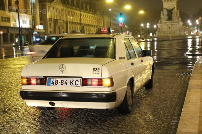 Lisszabonban simán járnak 20 éves taxik, például az 1993-ban kifutott 190-es Mercedes