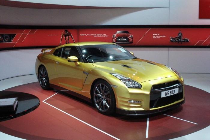 A Nissan egy speciális GT-R-t adományozott új reklámembere, Usain Bolt alapítványának, amelyet később elárvereznek. Jamaikai gyerekek oktatására fordítják a bevételt