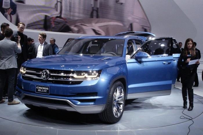 Nem volt egyszerű lefotózni a VW CrossBlue-t. A hibrid 190 lóerős, 400 Nm nyomatékú TDI motorja mellé két villanymotort szereltek