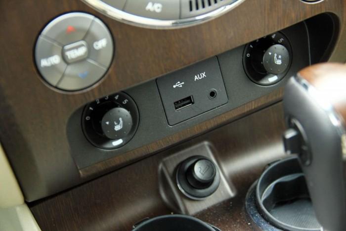 USB, és hat fokozatban állítható ülésfűtés elöl!