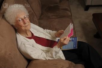 105 évesen is vezethet